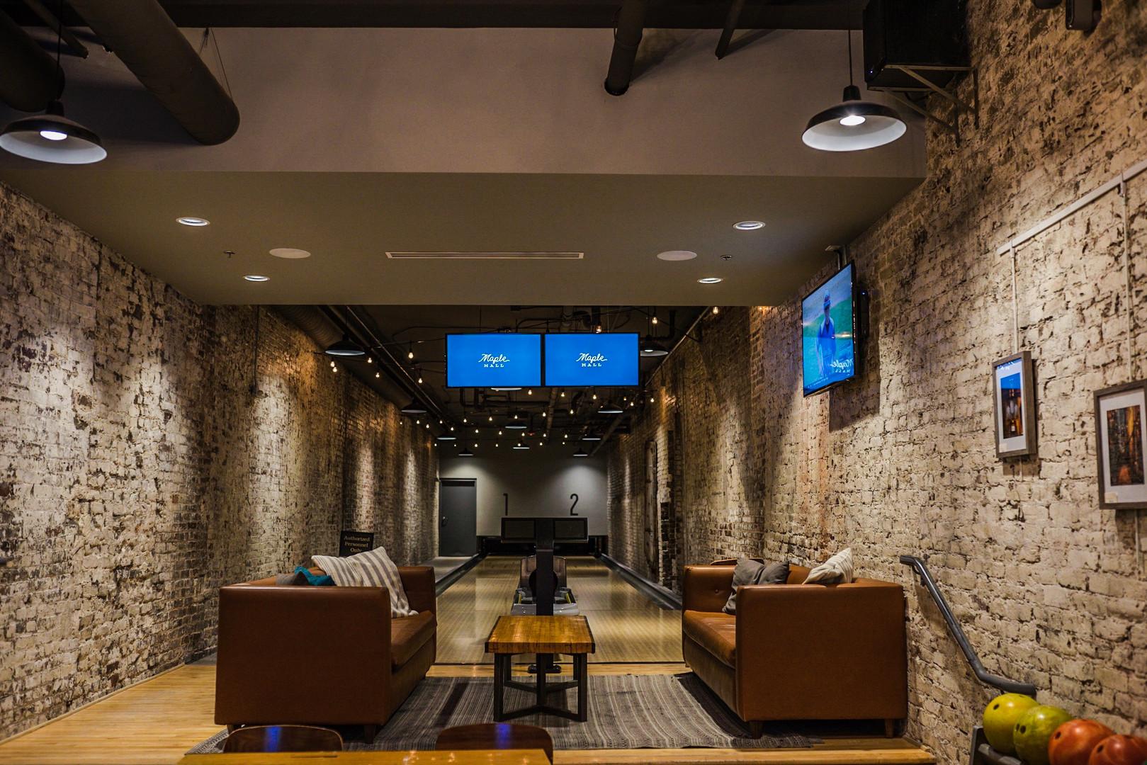 2 Lane Room & Lounge