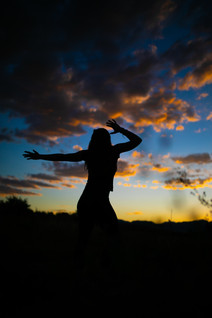 silhouette-of-woman-during-sunset-389528