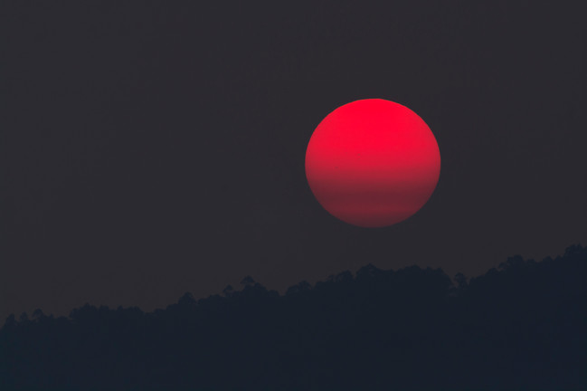 red-moon-during-night-time-681467.jpg