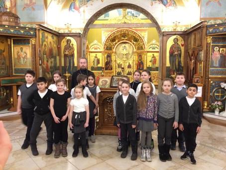 Школьники из п. Володарского посетили Никольский храм