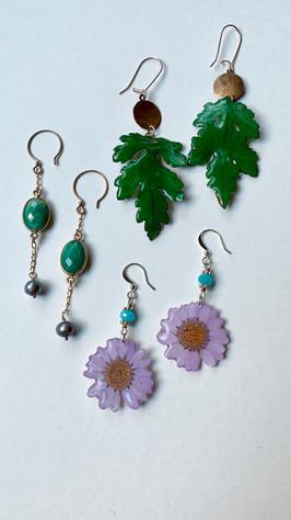 Daisies earrings -SOLD ...Leaves in resin, Hammered copper, aquamarine, green aventurine, grey pearls
