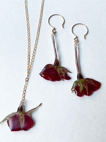 presed rosebuds in resin, gold plated chain