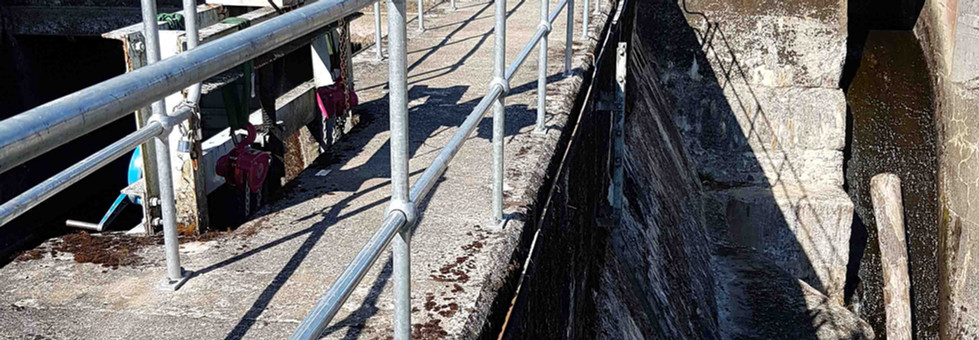 Handrail system supplied by kite on the edge of Dunalastair dam