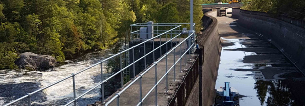 Handrail system supplied by kite fitted on Dunalastair dam