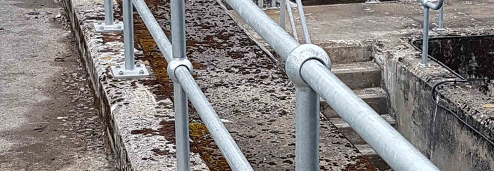 Handrail system supplied by kite on the edge of Dunalastair dam2