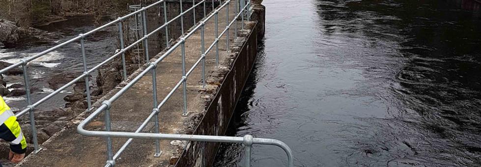 Kite handrail system on Dunalastair dam