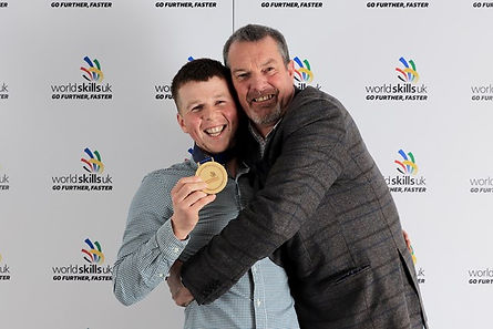 matthew-wood-gold-with-steve-smith (1).j