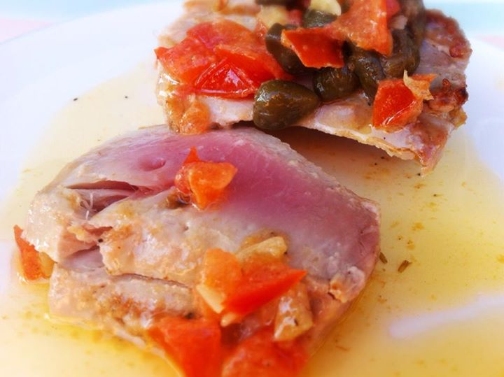 Yellowfin Thunfisch gegrillt mit Kapernsauce, lecker!