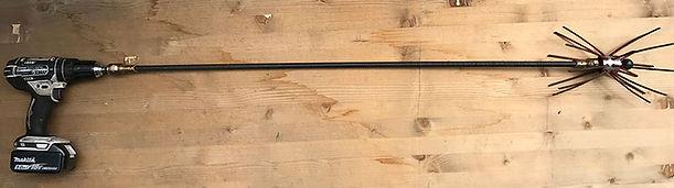 Visseuse avec hérisson pour ramonage cheminée