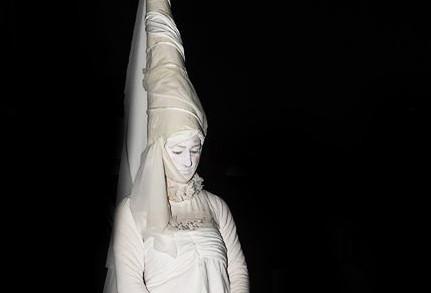 Statua vivente bianca