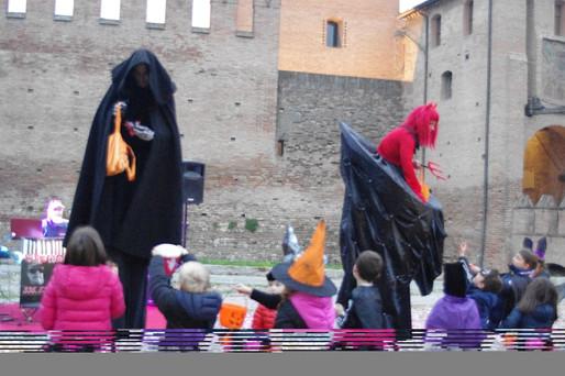 Trampolieri mascherati per halloween