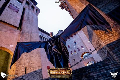 Trampoliere pipistrello gigante per halloween monsterland