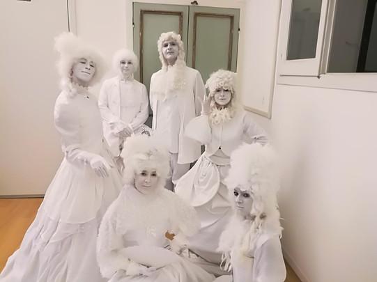 Statua vivente rinascimentale bianca