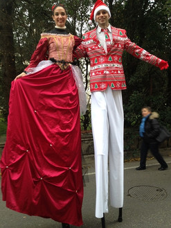 Trampolieri in abiti natalizi
