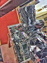statua vivente figurante mirror man uomo coperto di specchi