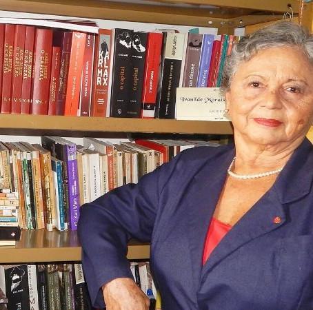 Escritora Ivanilde Morais de Gusmão lança antologia com contos, poesias e ensaios