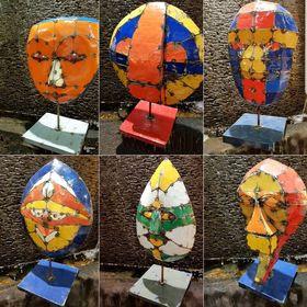 Masques en métal recyclé