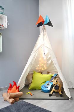 אוהל טיפי עם כריות מדורה.jpg