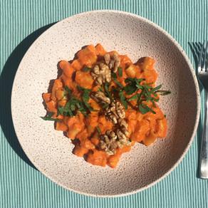 Roasted capsicum and walnut pasta