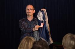 Axel Hecklau mit seiner neuen Jacke