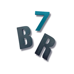 Letra e número em acrílico color