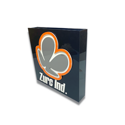 Placa com a logo, em acrílico color