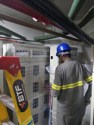Instalação de agrupamento de medidores de energia elétrica