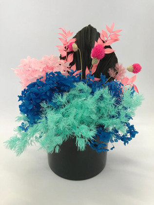 Colourful arrangement >