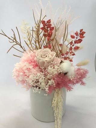 Vase arrangement >