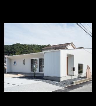 リベラアーキテクチャ 曲線を描く丸窓に彩られた家