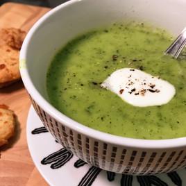 Суп-крем из цуккини с сырным печеньем