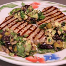 Filetes de atún con salsa de aceitunas