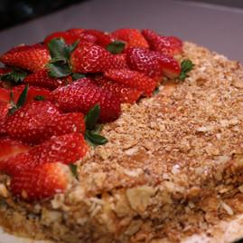 """Torta """"Napoleón"""" con dulce de leche y fresa"""