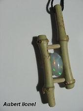 Bambou et pierre gemme