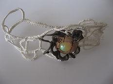 argent habillé de soie plus liege et opale