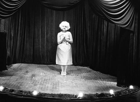 Eraserhead :  beau comme une femme joufflue chantant dans un calorifère