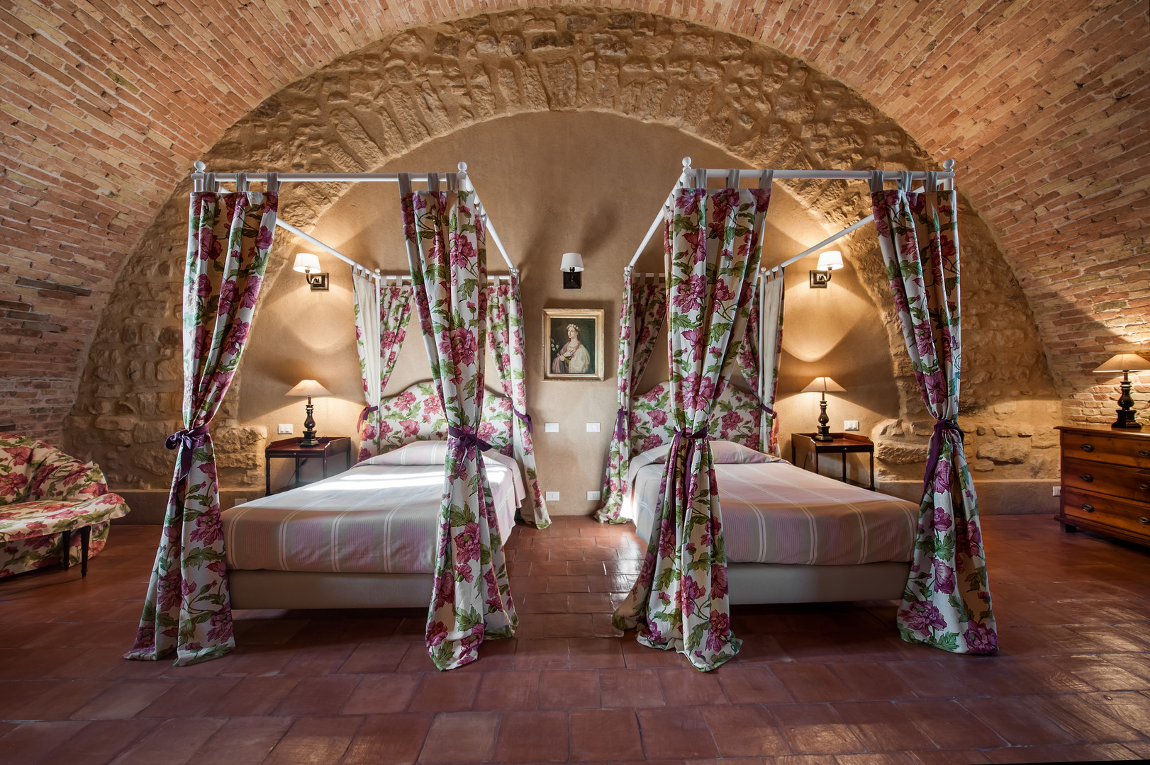 UVA BALDACCHINO TWIN BEDS 2.jpg