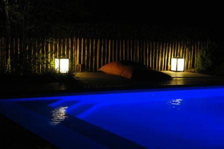 Un soir autour de la piscine