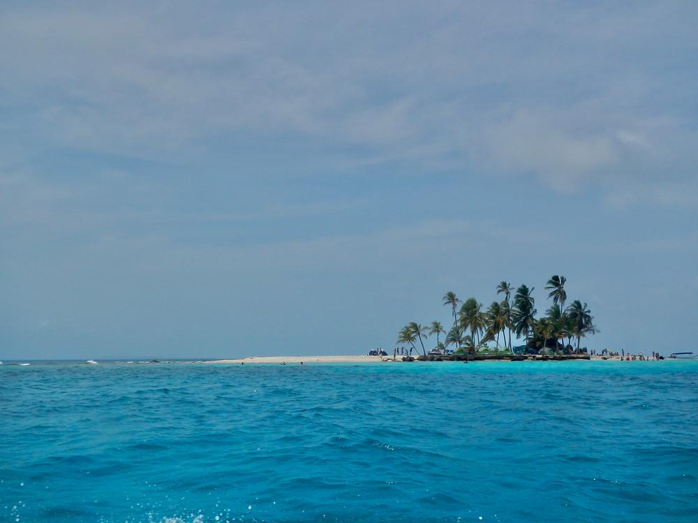サンブラスに浮かぶ島