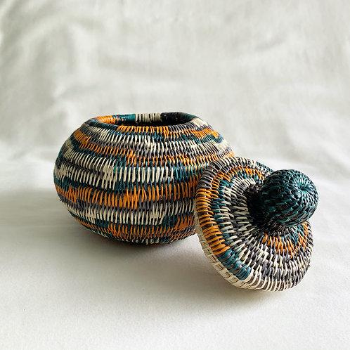 エンベラ・ウォウナアン族の手作り 小物入れ蓋付きLサイズ