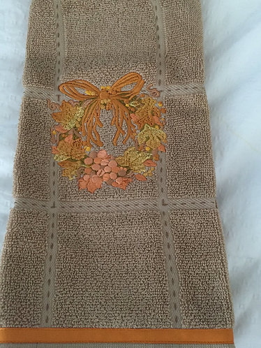 20-146 Wreath A on Tan Towel