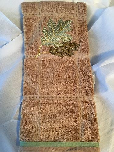 19-175 Oak Leaf with Autumn Shimmer