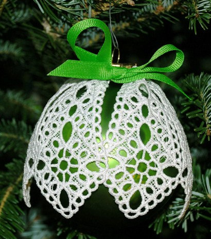 Victorian Lace Ornament - Large Green