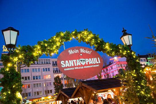 Eingang zum Santa Pauli Weihnachtsmarkt