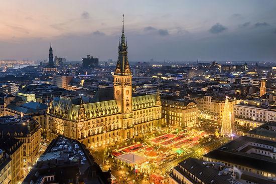 Luftaufnahme Weihnachtsmarkt am Rathaus Hamburg