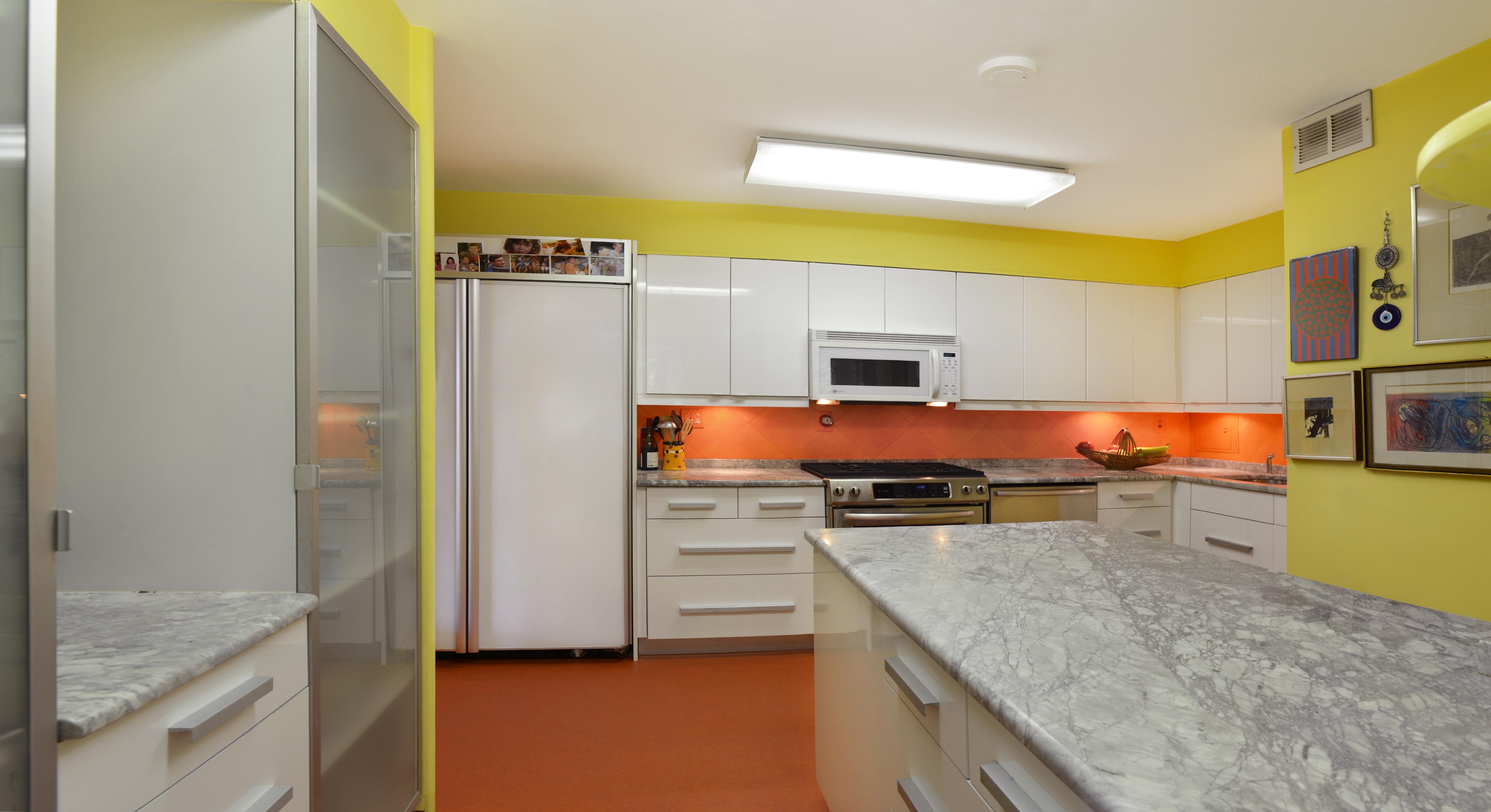 05_Kitchen 2_ret.JPG