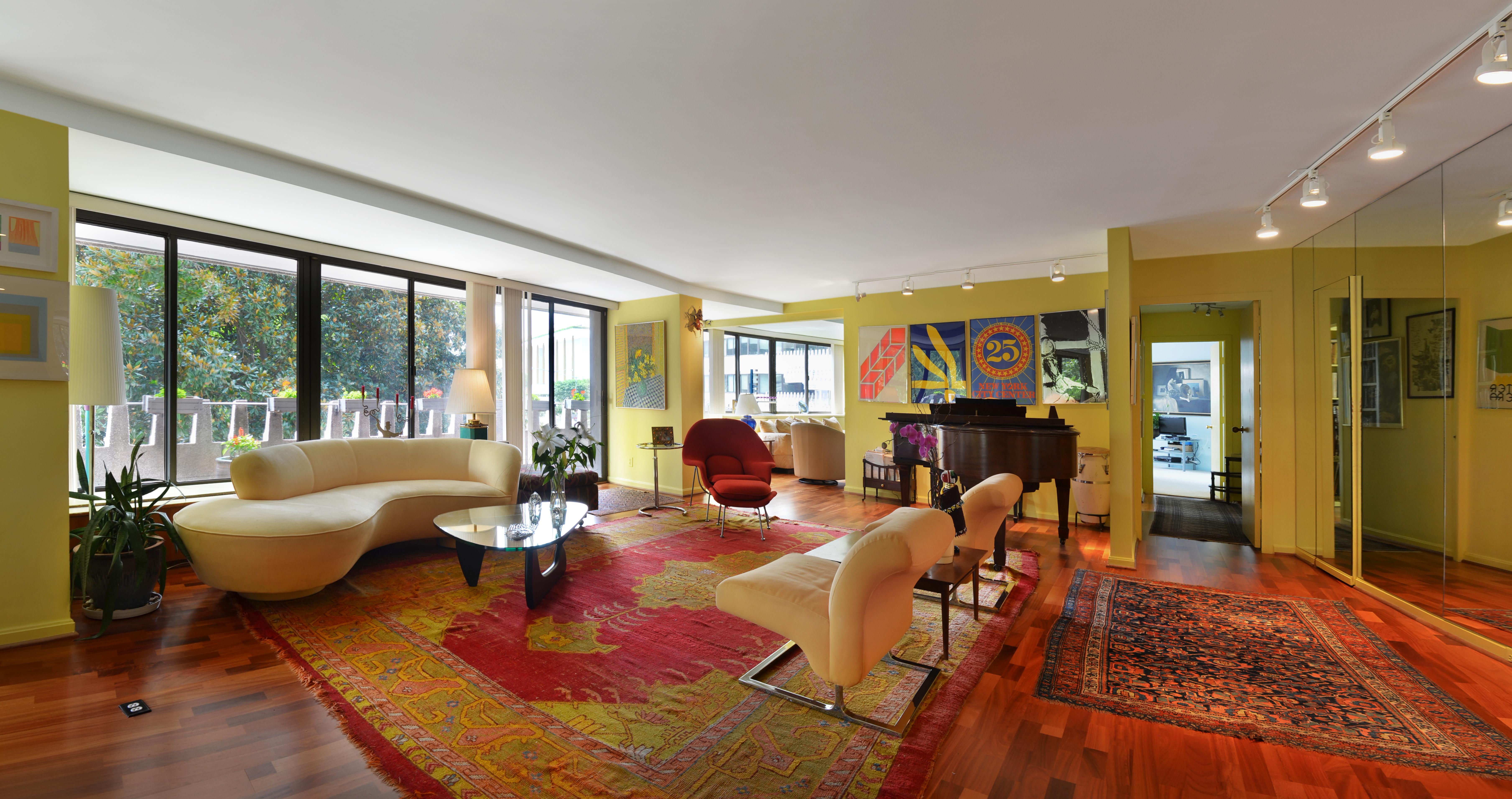 02_Living Room 1_ret.jpg