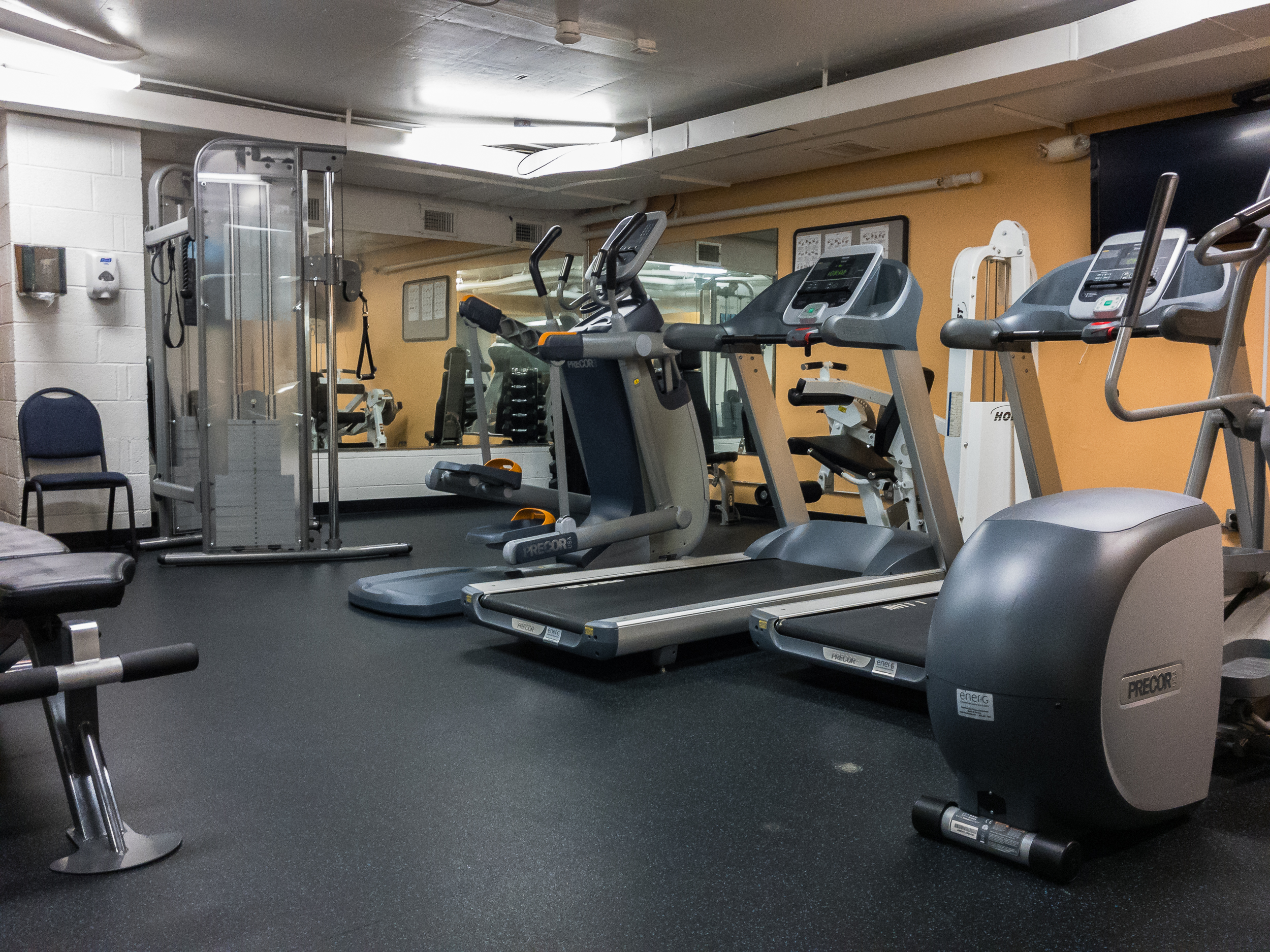 Watergate West Fitness Room 01.jpg