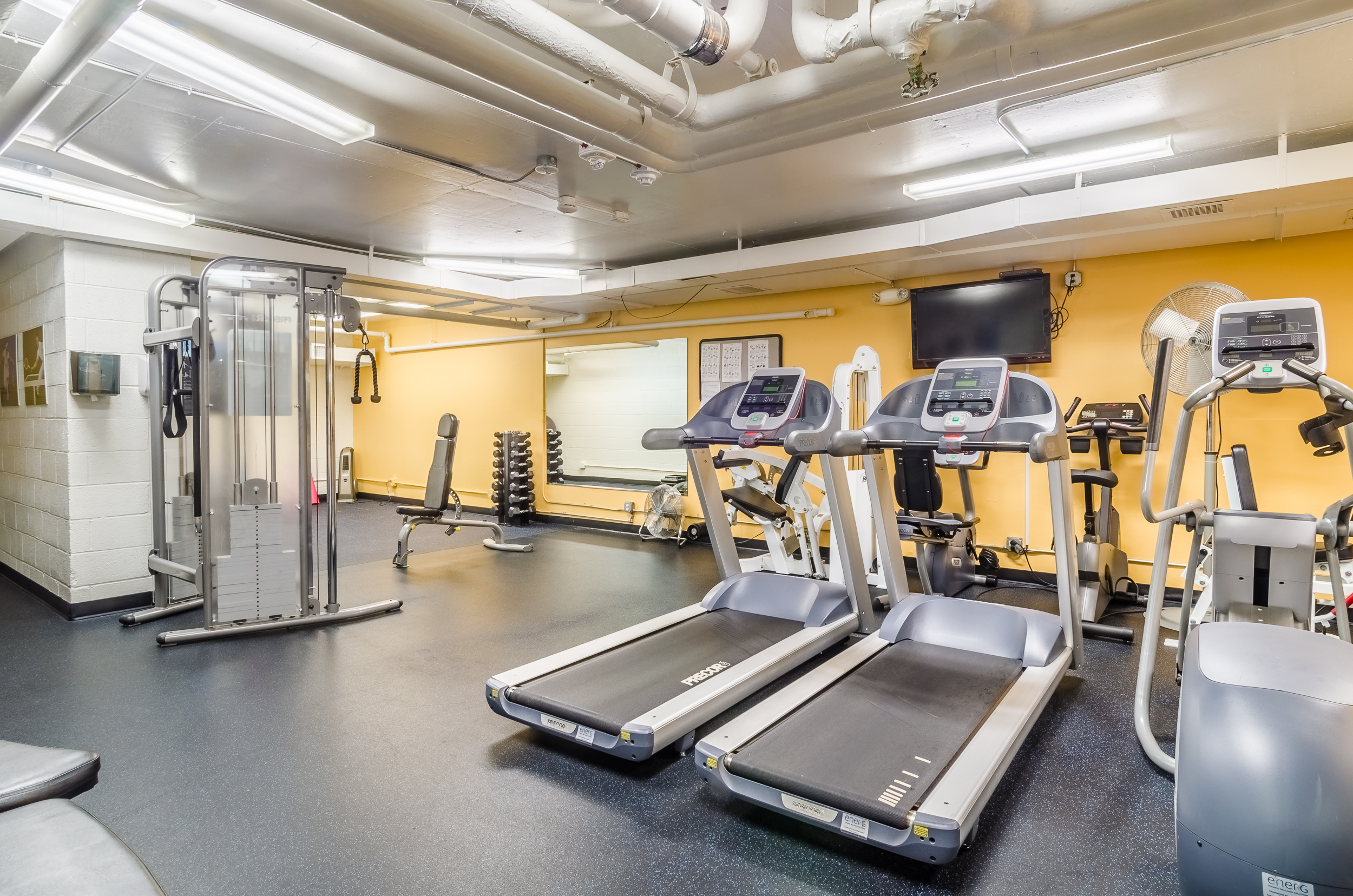 32_Watergate West Fitness Room 01 (web).jpg