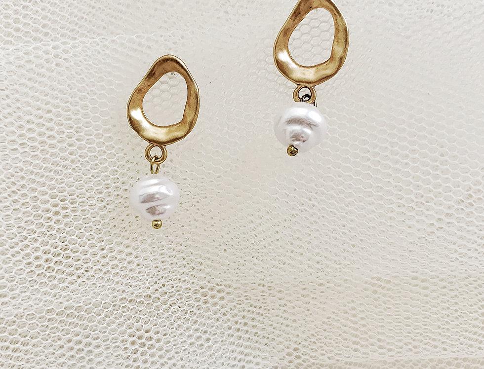 Newborn Infinity Earring